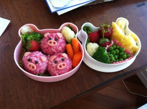 Take the classic story of The three Little Pigs from fairy tale to food time with Bento Boxes!